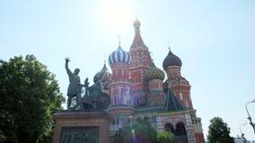 Kathedralenkirche des Heilig-Basilikums, Dekor von Fassaden färbte alte Architektur der Hauben Museum UNESCO, im zentralen Roten  stock video footage