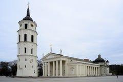 Kathedralenquadrat von Vilnius mit Glockenturm und Kathedrale Stockfotos