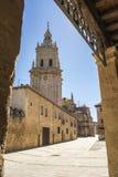 Kathedralenturm in De Osma, Soria, Kastilien-Leon, Spanien EL Burgo Lizenzfreie Stockfotos