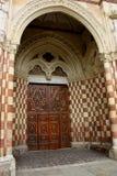 Kathedraletür Asti, Italien Stockfoto