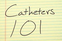 Katheter 101 auf einem gelben Kanzleibogenblock Stockfoto