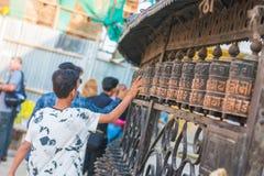 Kathmandu, Nepal, am 21. April 2018: Buddhistische Gebetsräder an Stockfotos