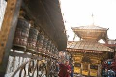 Kathmandu, Nepal, am 21. April 2018: Buddhistische Gebetsräder an Lizenzfreies Stockbild
