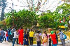 Kathmandu, Nepal - 8. April 2018: Swayambhu Stupa in Kathmandu, Nepal Affe-Tempel und Gebetsflaggen lunghta Lizenzfreie Stockfotografie