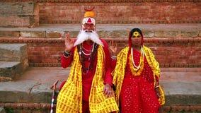 KATHMANDU NEPAL, CZERWIEC, - 2013: Sadhu ludzie, tradycyjny Hinduski strój zbiory wideo