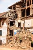 KATHMANDU, NEPAL - 26 DE ABRIL DE 2015: Restos das construções no quadrado de Durbar em Kathmandu após, após uns 7 8 terremoto, N Fotos de Stock