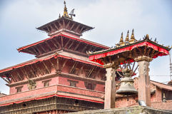 KATHMANDU, NEPAL - 26 DE ABRIL DE 2015: Restos das construções no quadrado de Durbar em Kathmandu após, após uns 7 8 terremoto, N Foto de Stock Royalty Free