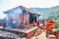 KATHMANDU, NEPAL - 26 DE ABRIL DE 2015: Restos das construções no quadrado de Durbar em Kathmandu após, após uns 7 8 terremoto, N Fotografia de Stock Royalty Free