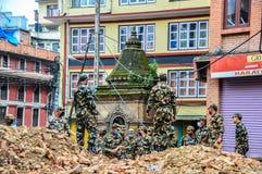 KATHMANDU, NEPAL - 26 DE ABRIL DE 2015: Restos das construções no quadrado de Durbar em Kathmandu após, após uns 7 8 terremoto, N Imagem de Stock