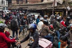KATHMANDU, NEPAL 16 DE MARÇO: As ruas de Kathmandu o 16 de março, Imagens de Stock
