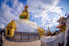KATHMANDU, NEPAL 15 DE OUTUBRO DE 2017: Olhos da Buda no Bodhnath Stupa em Kathmandu, Nepal, efeito do olho de peixes Foto de Stock Royalty Free
