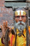 KATHMANDU, NEPAL - 13 GENNAIO 2015: Ritratto di un uomo di Sadhu Holy Fotografie Stock Libere da Diritti