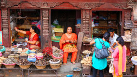 KATHMANDU, NEPAL - JUNE 2013: Everyday scene at Durbar Square Royalty Free Stock Photos