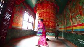 KATHMANDU, NEPAL - JUNE 2013: Nepalese people worship Royalty Free Stock Images
