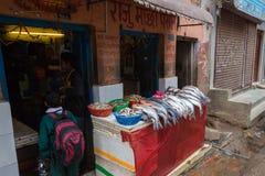 KATHMANDU, NEPAL 16. MÄRZ: Die Straßen von Kathmandu am 16. März, Stockfotos