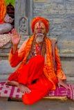 KATHMANDU, NEPAL - 22. MÄRZ 2017: Schließen Sie oben vom Jogi in Pashupatinath-Tempel von Kathmandu, Nepal Stockfotos