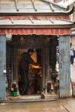 KATHMANDU, NEPAL 16 MARZO: Le vie di Kathmandu il 16 marzo, Immagini Stock Libere da Diritti