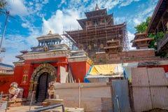 KATHMANDU, NEPAL AM 15. OKTOBER 2017: Ansicht im Freien von beschädigten Gebäuden nach dem Erdbeben im Jahre 2015 von Durbar-Quad Stockfotografie