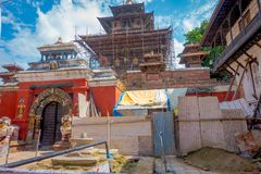 KATHMANDU, NEPAL AM 15. OKTOBER 2017: Ansicht im Freien von beschädigten Gebäuden nach dem Erdbeben im Jahre 2015 von Durbar-Quad Lizenzfreie Stockfotos