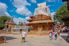 KATHMANDU, NEPAL AM 15. OKTOBER 2017: Ansicht im Freien von etwas Gebäuden in der Rekonstruktion nach dem Erdbeben im Jahre 2015  Stockbilder