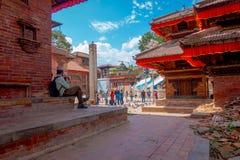 KATHMANDU, NEPAL AM 15. OKTOBER 2017: Ansicht im Freien von Ziegelsteinen mit beschädigte Gebäude nach dem Erdbeben im Jahre 2015 Lizenzfreie Stockfotografie
