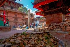 KATHMANDU, NEPAL AM 15. OKTOBER 2017: Ansicht im Freien von Ziegelsteinen mit beschädigte Gebäude nach dem Erdbeben im Jahre 2015 Lizenzfreie Stockfotos