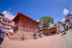 KATHMANDU, NEPAL AM 15. OKTOBER 2017: Löwestatuen, in einem Nordeingang am hindischen Tempel, das Kathmandutal Stockbild