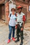 Kathmandu, Nepal - 20. September 2016: Tourist mit dem nepalesischen Arm Stockbild