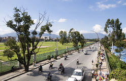 KATHMANDU, Nepal - traffico a Kathmandu Fotografia Stock