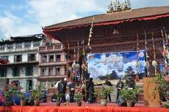 Kathmandu, Nepal, Wrzesień, 27, 2013, ludzie chodzi na antycznym Durbar obciosuje W wiośnie 2015 kwadrat stronniczo niszczył fotografia stock