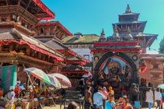 Kathmandu Nepal, Wrzesień, - 20, 2016: Nepalscy ludzie blisko Kal fotografia stock