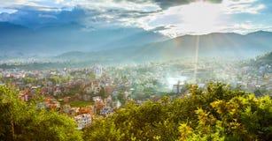 Kathmandu Valley sob a luz do sol Fotos de Stock