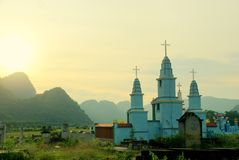 Katholic/cementery cristiano en Vietnam buddhistic fotos de archivo libres de regalías
