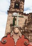 Katholiek de Kerkkruis van La Valenciana, Guanajuato, Mexico royalty-vrije stock foto