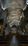 Katholiek kathedraalbinnenland. Salon DE de Provence. stock afbeelding