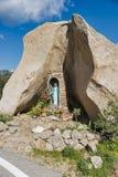 Katholiek monument bij de weg op Sardinige Royalty-vrije Stock Afbeeldingen