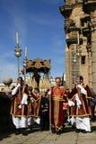 Katholiek Spanje, priesters bij de optocht van Pasen Stock Foto's
