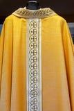 Katholieke gouden kleding Stock Afbeelding