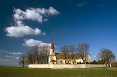 Katholieke Kerk in aard met wolken Royalty-vrije Stock Foto