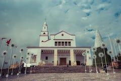 Katholieke kerk op de bovenkant van de berg Stock Foto