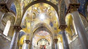 Katholieke kerk van de binnenkant kerk, kapel europa voorraad stock footage