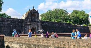 Katholieke kerken naast in de Wandelgalerij van het winkelcomplex van Azië van Pasay-Stad, Filippijnen stock videobeelden