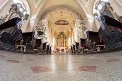 Katholische Innenkirche in Slowakei lizenzfreies stockfoto