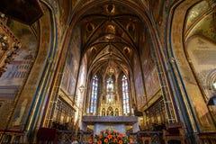 Katholische Kathedrale nach innen Stockbilder