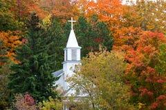 Katholische Kirche des St. Rita der Ahorn-Stadt im Herbst Lizenzfreie Stockfotografie