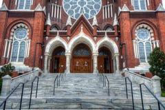Katholische Kirche-Fassade Stockfotos