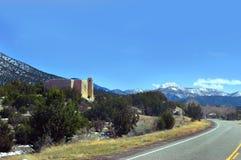 Katholische Kirchen-und New Mexiko-Landschaft Stockfoto