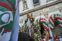 Katholische Prozession zu Ehren unserer Dame Achiropita stockbild