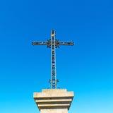 katholisches abstraktes heiliges Kreuz in Italien Europa und das Himmelba Stockbilder