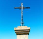 katholisches abstraktes heiliges Kreuz in Italien Europa und der Himmel Lizenzfreie Stockfotografie